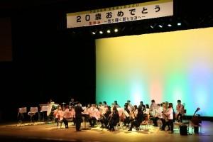 吹奏楽ジョイント演奏。最後は市内中学校の校歌メドレー